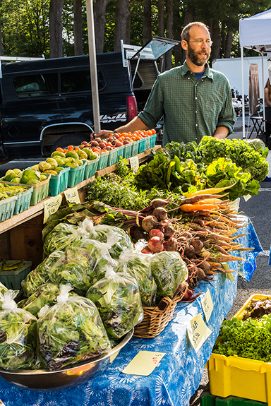 7140-Mike-at-the-Market